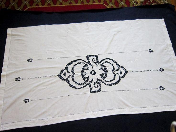 Шторы комплект лен ришелье 50-е г.г. Три шторы, лен, вышивка ришелье. Одна поперечная и две длинные шторы. Длинные 2,2 х 0,52 м  каждая, поперечина 1,33 х 0,78 м.