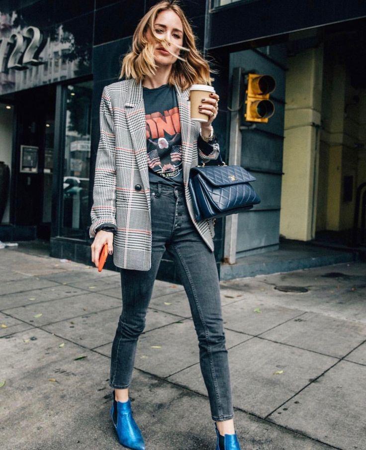 Statement shoes, black skinny, small handbag ————————— City girl rockin bold shoes #InvitingImagination #MakeABoldStatement