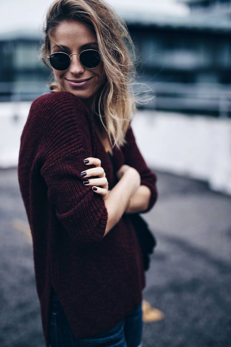 Burgundy sweater, round sunglasses | The August Diaries #cozy #winterstyle