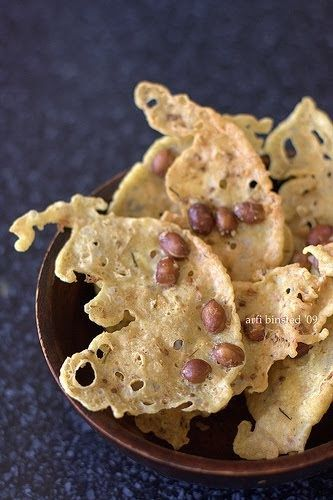 A Indonesian peanut snack which is delicious as a snack with your aperative as well as a small accomplicement with your meal. It looks like ...
