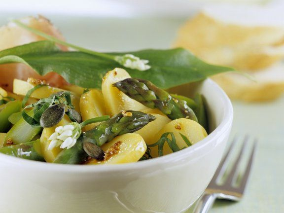 Rezept: Frühlings-Kartoffelsalat mit Spargel und Bärlauch