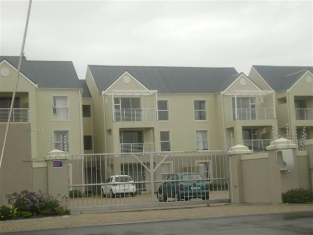 Very neat and spacious (93m) 3 bedroom unit in security complex, situated close to the train station and cbd in Strand2 Bathrooms, open plan kitchen and living area, that leads out to balconyExcellent investment or first time buyPhone today082 871 0512