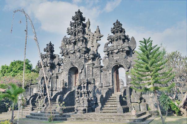 pura ponjok batu buleleng in Kecamatan Buleleng, Bali   just 3 minutes from Ponjok Batu Residence