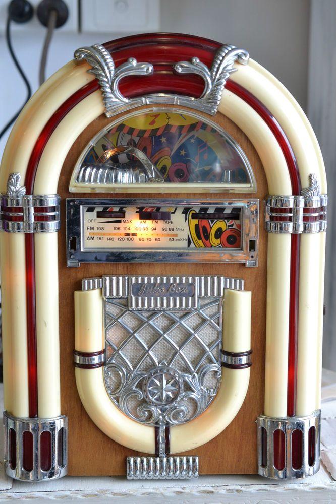 Vintage Retro  radio cassette player juke box AM/FM Radio