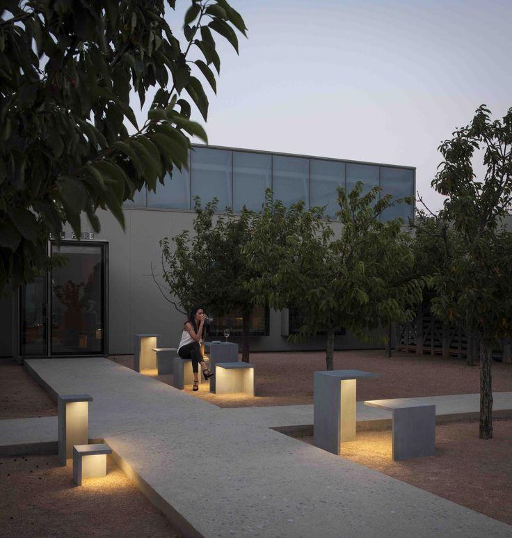 Empty outdoor light designed by Xuclà. http://www.vibia.com/en/lamps/show/id/413010/outdoor_lamps_empty_4130_design_by_xucla.html?utm_source=pinterest&utm_medium=organic&utm_campaign=empty