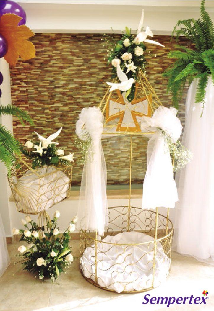 los regalos y lluvias de sobres tienen su lugar asignado una jaula dorada de hierro