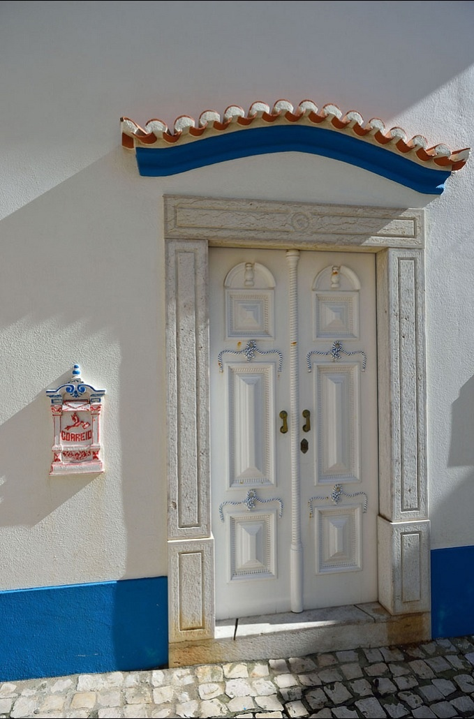 Typical detail of the traditional houses of Ericeira, this former fisherman village, is now a great beach ans surfing spot #Portugal