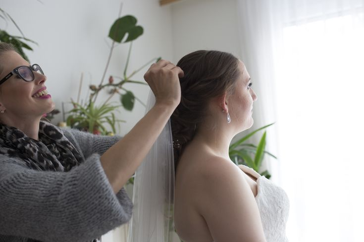 Brautstyling Stuttgart, offene Haare, Brautfrisur, Flechtfrisur, flechten, Hochsteckfrisur, Make-Up, Make-Up Artist Stuttgart, Franziska Reise, Franziska Reise Hair & Make-Up, Hair & Make-Up Stuttgart, Stuttgart, Braut Make-Up, Hair & Make-Up Mannheim, Hair & Make-Up Ludwigshafen, Hair & Make-Up Heidelber, Hair & Make-Up Speyer, Schleier, Brautkleid, Hochzeit, Fotografie, Standesamt, kirchliche Trauung, bridestyle, bride, wedding, weddinghair, weddingmakeup, bridemakeup, bridehair