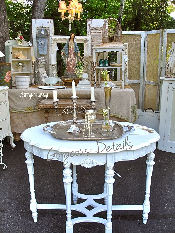 ChiPPy! - SHaBBy!   FaB Details on this Shabby-White Table...
