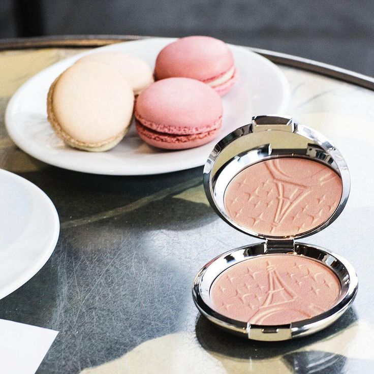 Parisian sweets and highlighter treats! We're living for the soft, rosy pink #BECCAGlow our NEW Pressed Highlighter in Parisian Lights, created in collaboration with @Sananas2106, gives! Comment below with a  if you're loving this gorgeous light too! Shop it at @CultBeauty now. #BECCAxSANANAS
