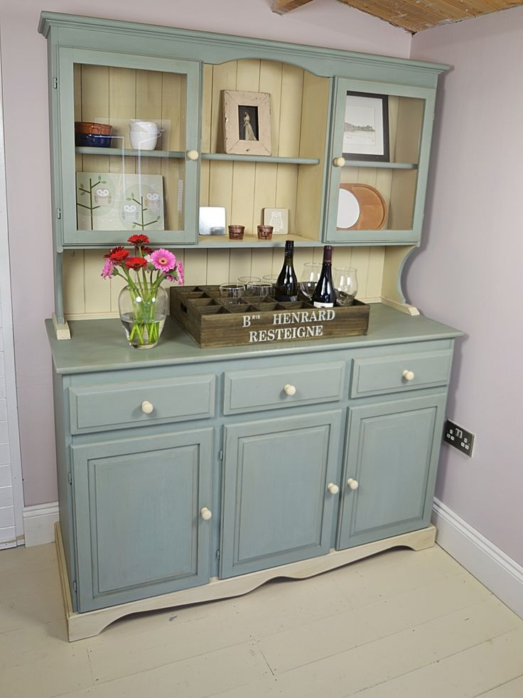 We love this Welsh Dresser's country charm, with ample storage and glazed top doors, it's the perfect accompaniment for any kitchen! Painted in Annie Sloan Duck Egg Blue & Old Ochre
