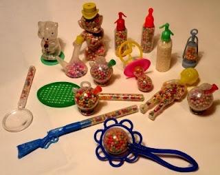Andròmines de plàstic plenes de boles d'anis