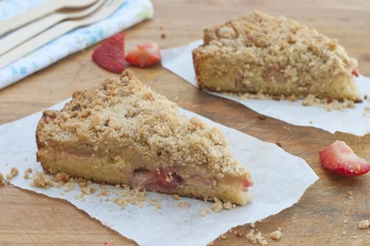 Summer Crumb Cake with Rhubarb and strawberries- gluten free. via @Susan Salzman(The Urban Baker)Strawberries Rhubarb, Crumb Cakes, Desserts Rhubarb, Food, Crumb Strawb Rhubarb Slic, Gluten Free, Summer Crumb, Delicious Eating, Cake Recipes