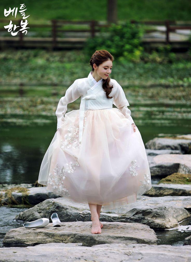 Korean traditional clothes.[한복] #한복드레스 #드레스한복 #웨딩한복드레스 #웨딩한복 #퓨전한복 #hanbok #dress #미니원피스 #미니한복 #생활한복 #신부한복 #한복여행 #한복스냅 #베틀한복 #snap