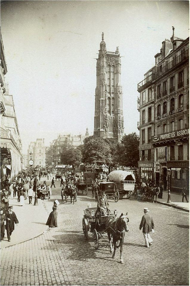 Paris, belle vue de la tour Saint-Jacques et de l'animation de la rue de Rivoli, vers 1890.  Paris d'antan, Facebook