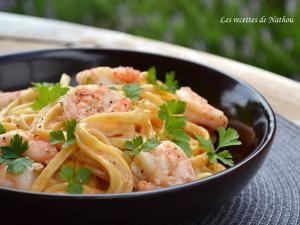 Pâtes linguine aux crevettes, sauce crémeuse à l'ail, paprika fumé et citron • Hellocoton.fr