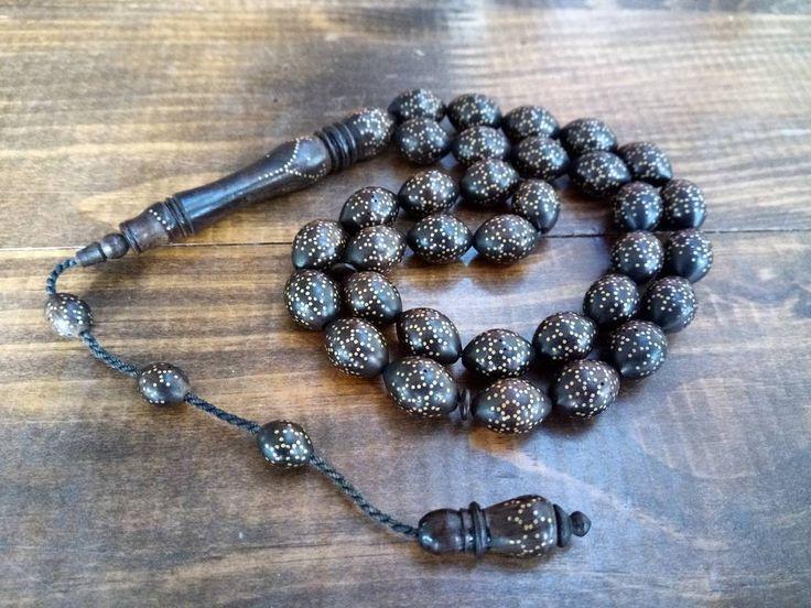 İri taneli(dev boy), Osmanlı tarzı sistemli püsküllü, binlerce pirinç işlemeli, usta işi koleksiyonluk kuka tesbih. #Tesbih #Osmanlı #Kuka #Koleksiyon #Habbe #Sistemli #Ustaişi #Kukatesbih #Pirinç #İşleme #Antika #Rosary #Amber #Gümüş #Püskül #Kral #Tesbihçek #Tesbihsanatı #Sanat #Yozgat #İzmir #Ankara #Trabzon #Erzurum #İstanbul #Konya #Bursa #Adana #Bornova #Türkiye http://turkrazzi.com/ipost/1520409715754363573/?code=BUZlJS8l2q1