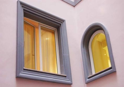 Cornici per finestre esterne  Come decorare la facciata di una casa con cornici in polistirolo resinato per finestre     Le finestre sono degli elementi fondamentali per una casa. Esse svolgono sia un ruolo di illuminazione naturale e di aerazione degli spazi, siala parte estetica più importante di una
