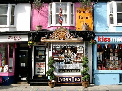 Located in Brighton (England), customers must obey eccentric etiquette. This Tea Room is known for its Royal Family and British memorabilia.