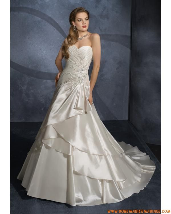 Robe avec traîne pas cher 2012 bustier broderie robe de mariée satin