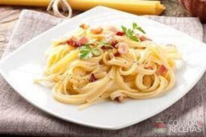 Receita de Espaguete à carbonara diferente em receitas de massas, veja essa e outras receitas aqui!