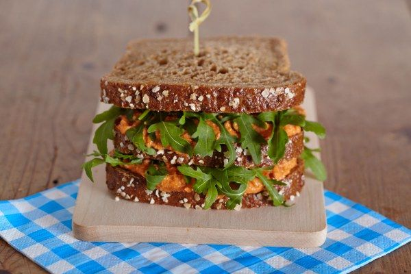 Club sandwich met cashew-linzenspread · EVA maakt het plantaardig