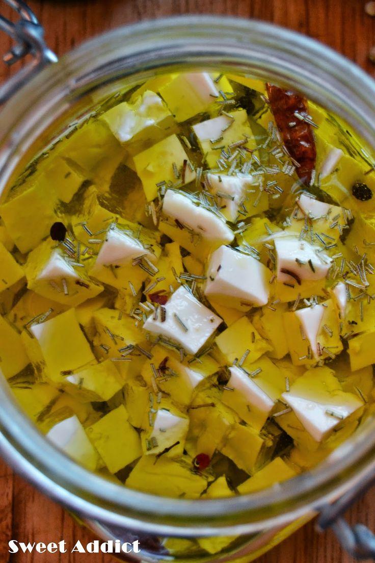 Como hacer queso en aceite de oliva  con especias: http://www.sweetaddict.es/2014/08/queso-fresco-en-aceite-de-oliva.html