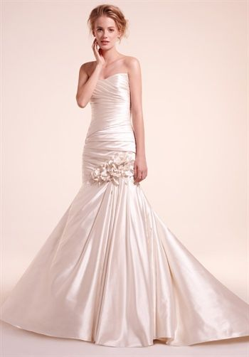 Strapless sweetheart neckline mermaid wedding dress. Alita Graham    7802