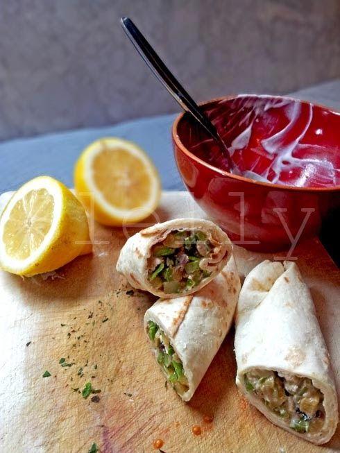 ROTOLA, ROTOLA - Wrap di zucchine e friggitelli con feta, menta e limone Vai alla ricetta: http://slelly.blogspot.it/2014/04/rotola-rotola-wrap-di-zucchine-e.html