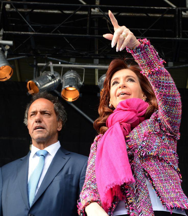 Contra todos los pronósticos, hoy la Argentina es el único país de América Latina que terminará el año con crecimiento. Nosotros sabíamos que era así, porque tenemos el pulso de la economía  - http://www.cfkargentina.com/los-convoco-a-todos-y-cada-uno-a-no-desviar-el-camino-y-volver-hacia-atras/
