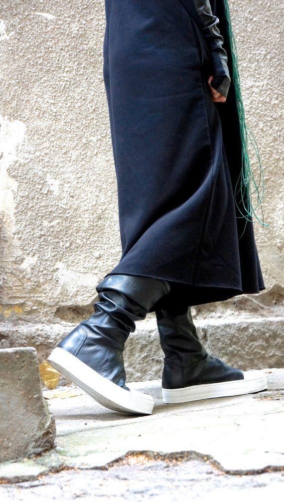 NEUE Kollektion MUSTANG shoes Kontakt First  Club hohe elastische Lederstiefel extravagante Frauen Leder schwarz / weiße Stiefel. Mit so viel Liebe und Sorgfalt handgemacht! Extrem komfortabel und so weich... Sie lieben diese Schuhe mit der Zeit mehr und mehr! Perfekt für jeden Anlass. Chic oder Elegant Tagesdatum oder geheimnisvolle Party...  Werden wer mit neuen Must Have Schuhen sein soll.  Passen Sie schön mit allem und überall..., Gamaschen, Hose, Hosen, Shorts, skirts.maxi Kleider…