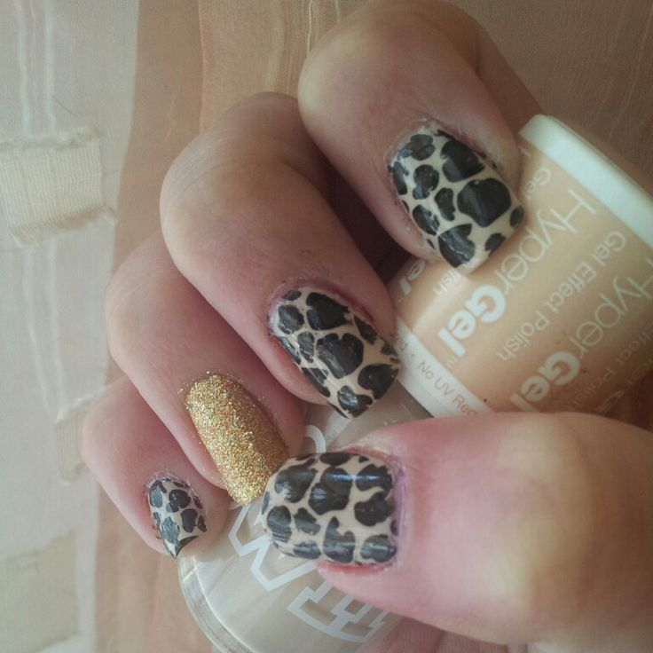 Leopard nails for today!
