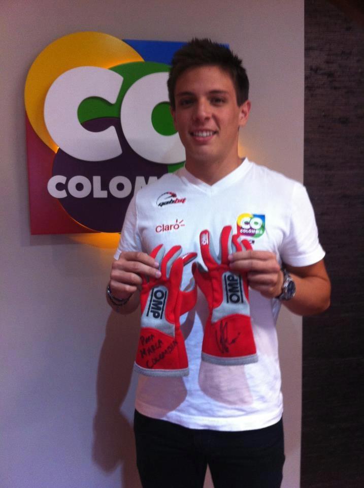 """Gabriel """"Gabby"""" Chaves  Joven piloto de 19 años de edad, reconocido como uno de los más destacados en el automovilismo a nivel mundial. Es el único piloto Colombiano que, después de Juan Pablo Montoya, ha conquistado dos Campeonatos Internacionales."""