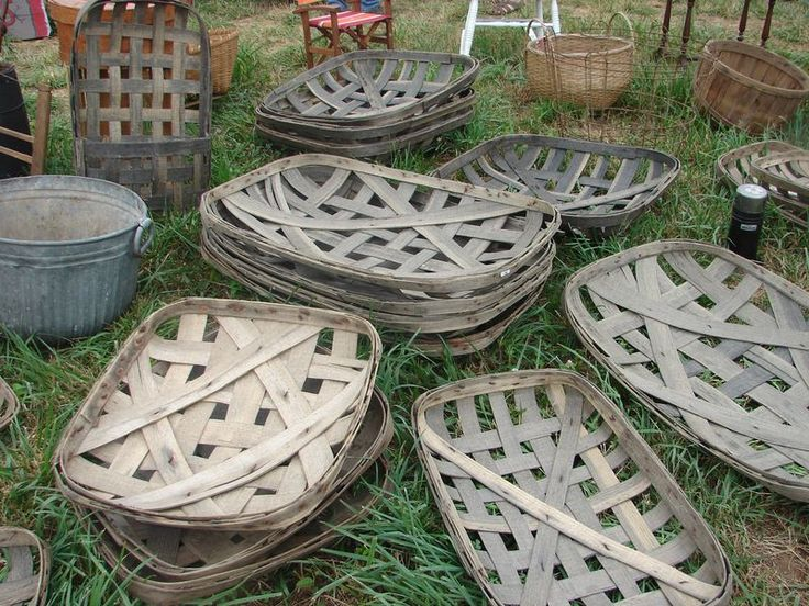 vintage tobacco baskets ~ I think I can make one!  Would look great over the fireplace in the dining room...