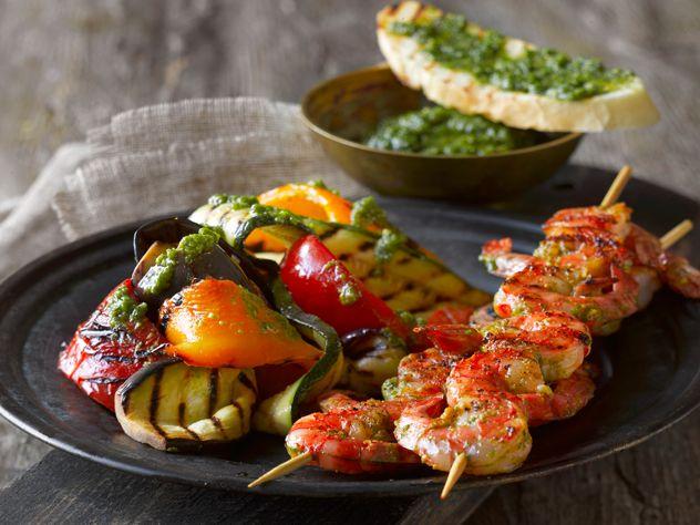 Grillede grøntsager og tigerrejer m. persillade