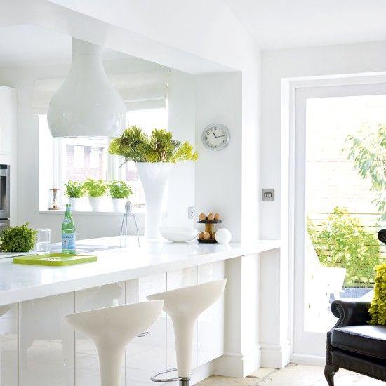 White kitchen: Bar Design, Green Accent, Kitchens Pictures, Breakfast Bar, Kitchens Bar, Modern Kitchens, Design Home, Modern Houses Design, White Kitchens