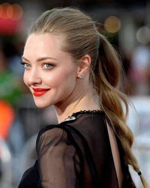 Actress @AmandaSeyfried talks about her sensitive #skin. Every time you look at a picture of Amanda Seyfried she just looks perfect. The actress reveals how she keeps her hair glossy, her abs tight, and her skin glowing....