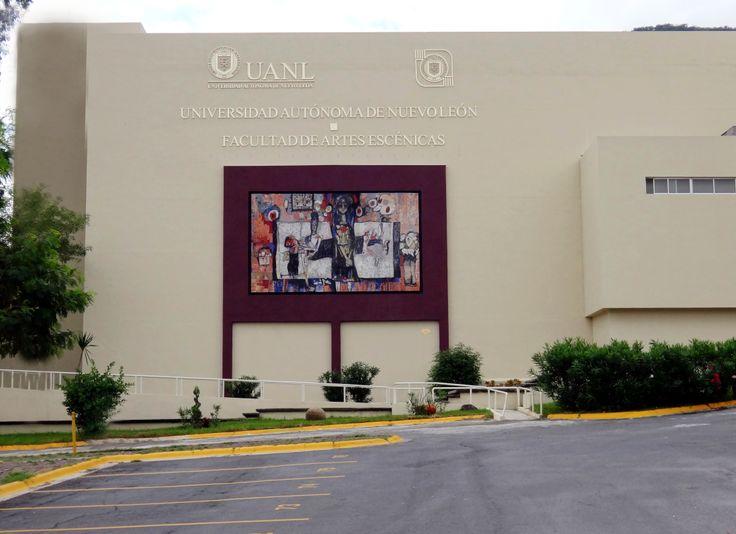La Facultad de Artes Escénicas está situada en el Campus Mederos en Monterrey, Nuevo León. Esta facultad, ofrece las licenciaturas en Arte Teatral y Danza Contemporánea. ¡Conócela! http://www.escenicas.uanl.mx