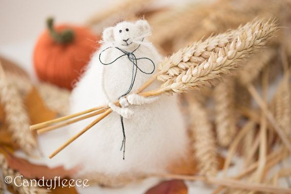 Harvest Rat-Autumn Fall Decor-Thanksgiving-Knitted Rat/Mouse with Rye/Wheat Sheath-Rustic Home Decoration-Fall Gift-Soft Rat Toy-UK
