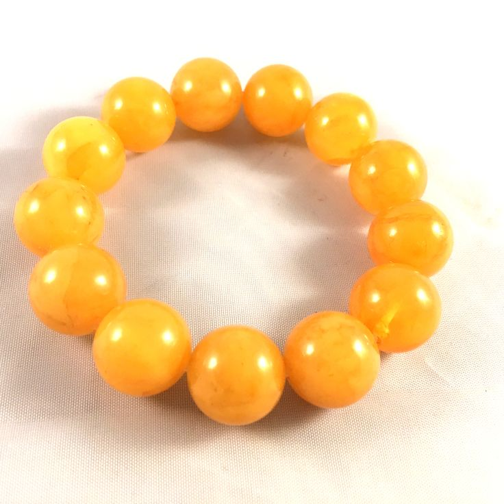 yellow / egg yolk amber bead bracelet