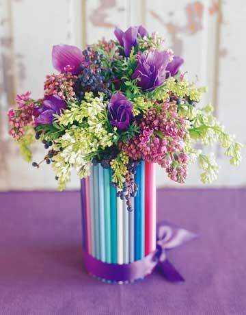 Colored pencil jar for flowers, how colorful! ...Ваза из карандашей