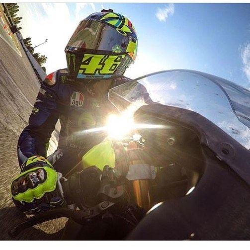 566 vind-ik-leuks, 2 reacties - Valentino Rossi Fanpage  (@vr_46legend) op Instagram: '@valeyellow46 training at misano  #yamahar6'