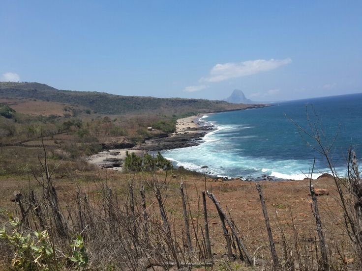 Beach along the way to Denge