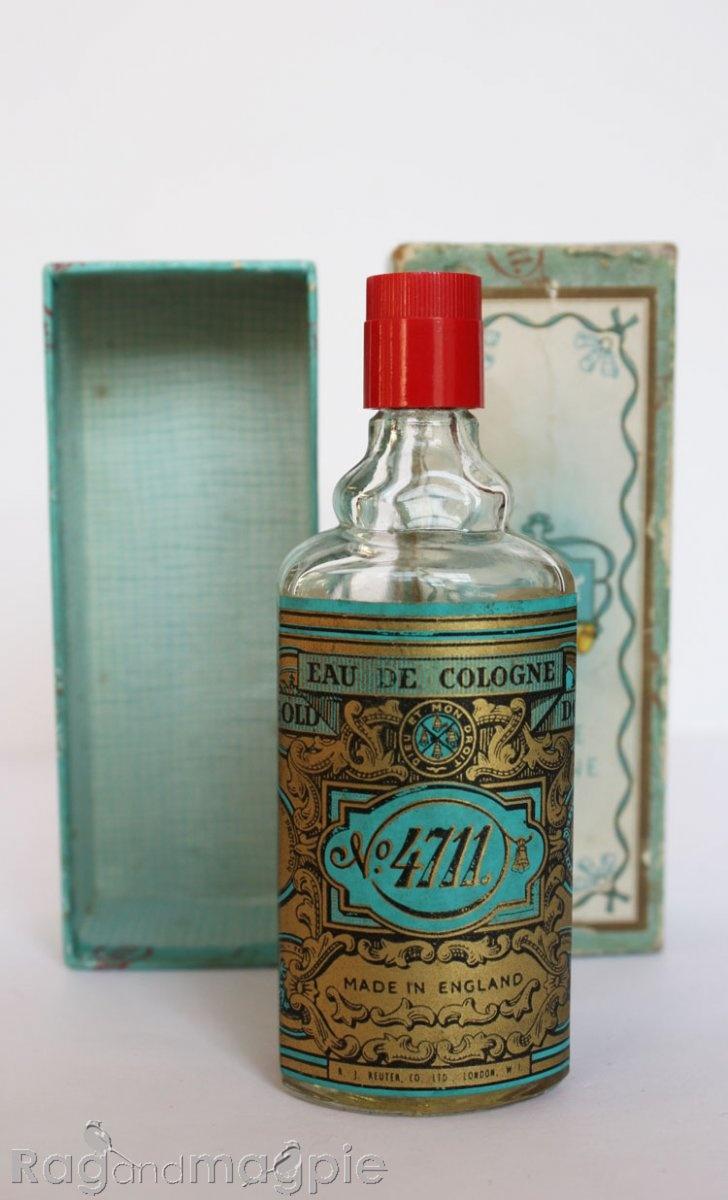 4711 Eau de cologne   Oma wilde elke avond een paar drupjes op een zakdoekje, om lekker mee te slapen