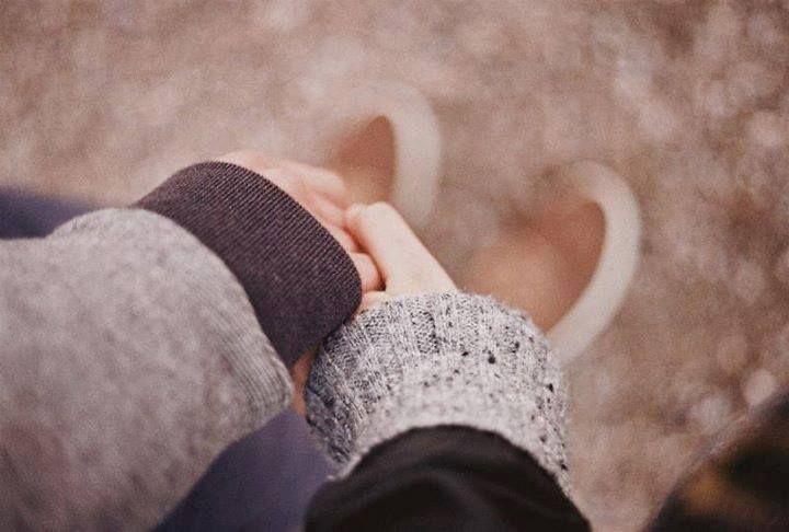 небольшой картинки держаться за руки зимой ход