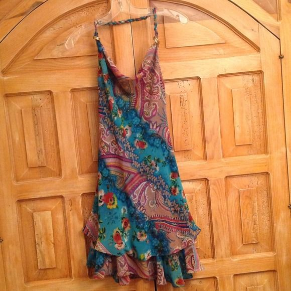 Flutter Dress w/ Great Details by Liz Minelli. Adorable Flutter Dress w/ Great Details by Liz Minelli. Braided halter with draped neck. Detail of gold tone rings and a single strap across the back. Three layered skirt hangs beautifully! Fully lined. Silk with poly lining. Worn once and has been dry cleaned. No flaws. Liz Minelli Dresses