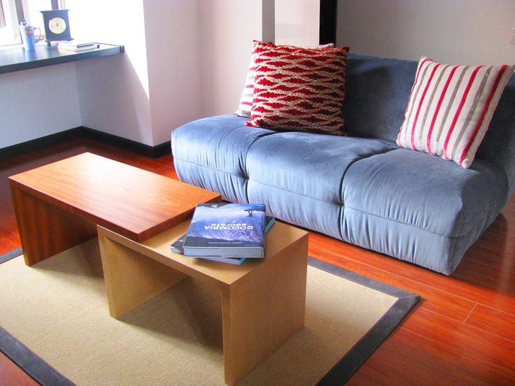 """Apartamento joven, muebles especiales, diseño a la medida. Muebles, mesa deslizable y sofá """"cushion"""""""
