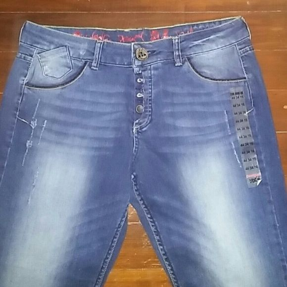 DESIGUAL Boyfriend Fit Jeans Brand new! Boyfriend Fit jeans with a beautiful embroidery detail on back pocket. Length: 35in. Desigual Jeans Boyfriend