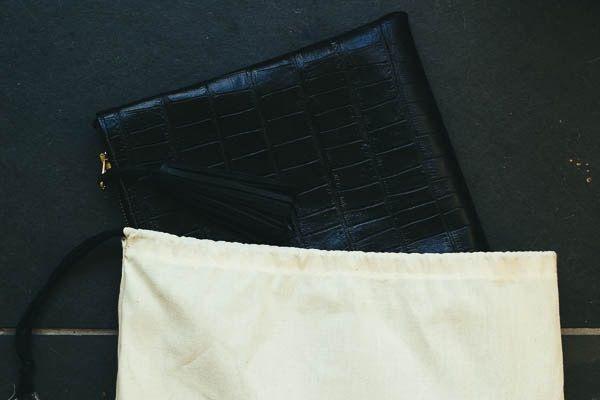 Crocodile clutch with dustbag