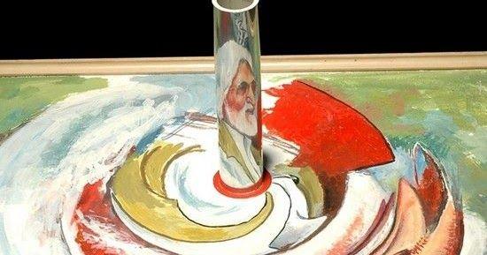 As pinturas anamórficas  do indiano Awtar Singh Virdi, aparentemente distorcidas e sem sentido, ganham forma quando observadas com a ajuda d...